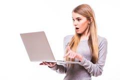 Olhar da menina shoked no portátil no branco Imagem de Stock Royalty Free