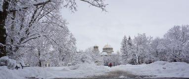 Olhar do inverno a St Alexander Nevsky Cathedral, Sófia, Bulgária foto de stock