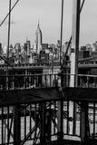 Olhar do vintage B&W na skyline de New York imagens de stock royalty free