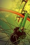 Olhar do vintage em um detalhe da bicicleta na luz 1 da manhã Foto de Stock