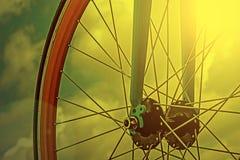 Olhar do vintage em um detalhe da bicicleta na luz da manhã Fotografia de Stock Royalty Free