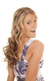Olhar ocasional da camiseta de alças da mulher sobre o ombro Imagem de Stock Royalty Free