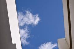 Olhe acima nos céus Fotografia de Stock