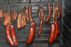 Olhe no fumeiro para o bacon fumado e as salsichas fotos de stock royalty free