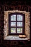 Olhe o trought a janela velha fotos de stock royalty free