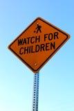 Olhe para o sinal das crianças Foto de Stock