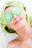 Olho-Almofadas e sorriso Fotos de Stock Royalty Free