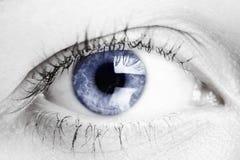 Olho azul da mulher foto de stock