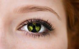 Olho com símbolo do perigo de radiação Imagens de Stock Royalty Free