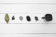 Olho creativo Tipos diferentes de café em um branco Fotografia de Stock Royalty Free