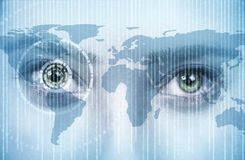Olho das jovens mulheres com tecnologia Imagem de Stock