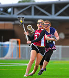 Olho das meninas da lacrosse na bola Fotografia de Stock