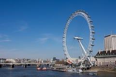 Olho de Londres e rio Tamisa Fotografia de Stock Royalty Free