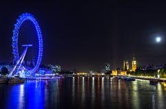 Olho de Londres em uma noite da Lua cheia Imagem de Stock