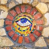 Olho do mosaico de Horus na parede de pedra foto de stock royalty free
