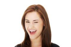 Olho do piscamento da jovem mulher foto de stock