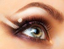 Olho efeminado bonito com composição glamoroso Imagens de Stock Royalty Free