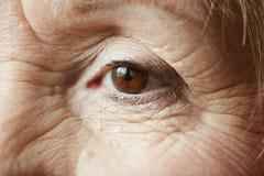 Olho fêmea da mulher idosa fotos de stock royalty free