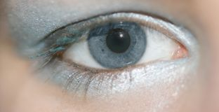 Olhos azuis da mulher foto de stock