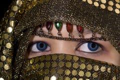 Olhos azuis Oriente fotografia de stock royalty free