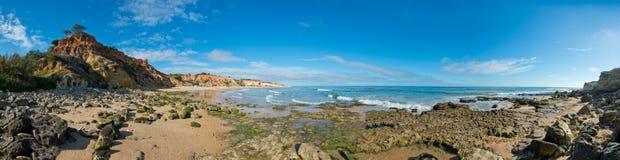Olhos De Agua Wyrzucać na brzeg, Albufeira, Algarve, Portugalia Zdjęcia Stock