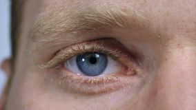 Olhos do homem do close up filme