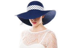 Olhos escondendo sob o chapéu do sol Fotos de Stock Royalty Free