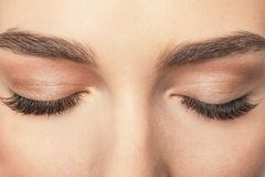 Olhos fêmeas fechados com pestanas longas, Fotografia de Stock Royalty Free