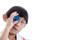 Olhos nivelados dos primeiros socorros com lavagem da medicina Fotografia de Stock Royalty Free