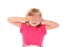 Olhos novos da coberta da menina imagem de stock royalty free