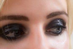 Olhos preparados da mulher, cosméticos Fotografia de Stock
