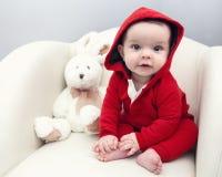 Olhos roxos caucasianos bonitos da menina do bebê Fotos de Stock Royalty Free