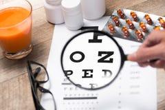 Olhos saudáveis Carta e medicina de olho Foto de Stock