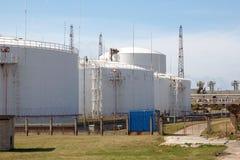 Olie en chemische depot en opslagtanks Stock Foto