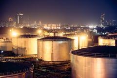 Olie en chemische depot en opslagtanks Stock Afbeeldingen