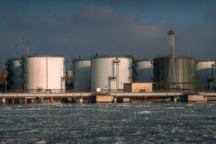 Olie en chemische depot en opslagtanks Royalty-vrije Stock Afbeelding