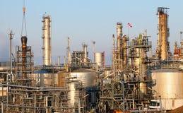 Olie en gad opslagtank in raffinaderij Royalty-vrije Stock Foto's