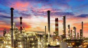 Olie en gas de industrie - raffinaderij, fabriek, petrochemische installatie stock afbeelding