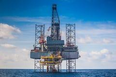 Olie en gas de voltooiing van de boringsinstallatie enkel op olie en gasbronplatform voor nieuw bronplatform royalty-vrije stock afbeeldingen