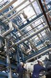 Olie en gas, pijpleidingen en arbeiders Stock Foto