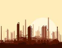 Olie en gasraffinaderij bij zonsondergang Stock Foto