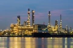 Olie en gasraffinaderij petrochemische fabriek Stock Foto's