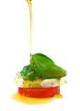Olie op caprese salade Stock Afbeelding