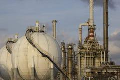 Olie-raffinaderij installatie stock foto's