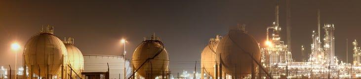 Olie-raffinaderij-installatie stock foto
