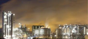 Olie-raffinaderij installatie stock fotografie