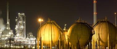 Olie-raffinaderij installatie stock afbeeldingen
