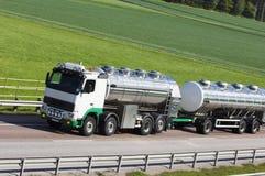 Olie-tanker-vrachtwagen in beweging Royalty-vrije Stock Afbeeldingen