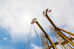 Oliepomp het bewegen zich De olieindustrie equipment Stock Foto's