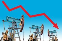 Olieprijscrisis De grafiekillustratie van de olieprijsdaling Royalty-vrije Stock Foto